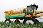 pulverizador autopropulsado / para grandes cultivos / con brazo plegado / neumático