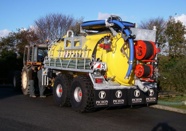 Tipping vacuum tanker - PICHON - Videos