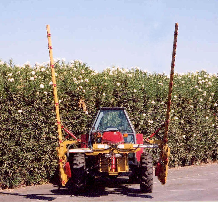 Orchard pruning machine / tractor-mounted / sickle bar