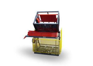box tipper with clamping system