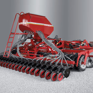 hopper seed drill / tractor-mounted / with disc harrow / strip-till