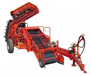 onion harvester / trailed / 2-row / top lift