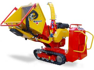 self-propelled wood chipper / gasoline engine / hydraulic / tracked
