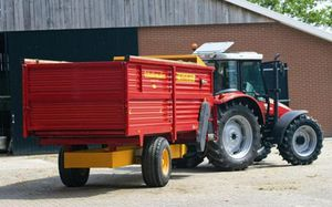 cattle automatic feeding system / trailed