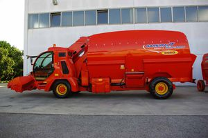 Self-propelled mixing wagon, Self-propelled feed mixer - All