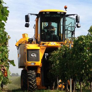 self-propelled wine harvester
