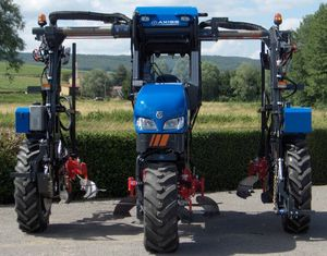 straddle tractor / hydrostatic / 3-row / vineyard