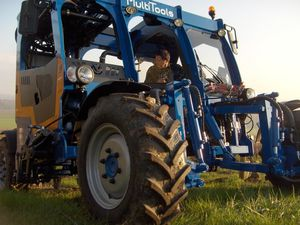 straddle tractor / hydrostatic / 2-row / vineyard