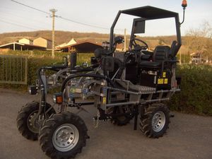 straddle tractor / hydrostatic / vineyard