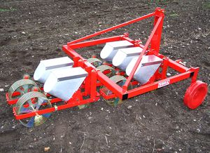 tractor-mounted precision seed drill / narrow row / small farm
