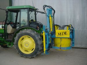 tractor rootballing machine