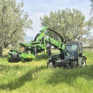 olive tree shaker / self-propelled / hydraulic