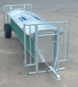 lamb hopper feeder / galvanized steel / multi-access / trailer-mounted