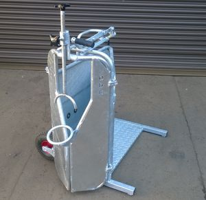 mobile squeeze chute