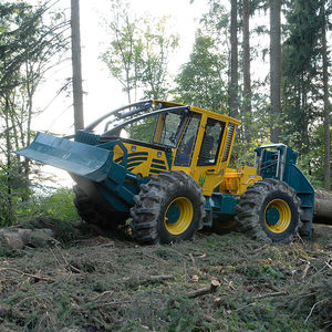 self-propelled forestry skidder / cable
