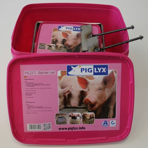 swine salt lick / with trace elements / proteins / magnesium