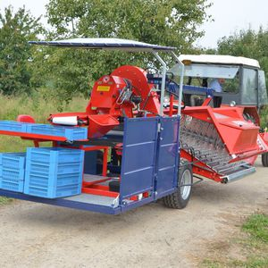 raspberry harvester / berry / trailed / single-row
