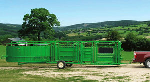 cattle squeeze chute / with adjustable alley