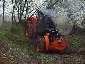 forestry skidder with grab / cable