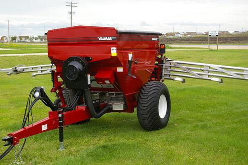 trailed fertilizer spreader / liquid / pneumatic / folding