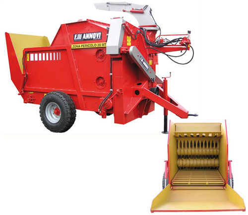 trailed straw spreader