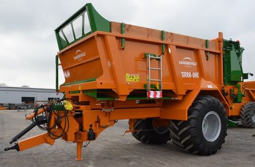 self-propelled manure spreader / trailed / horizontals beaters / single-axle