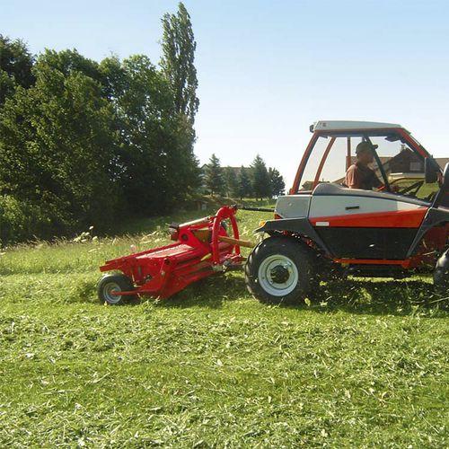 rear-mount hay conditioner