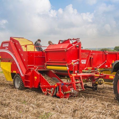 potato harvester / trailed / single-row