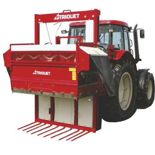 feeding silage cutter