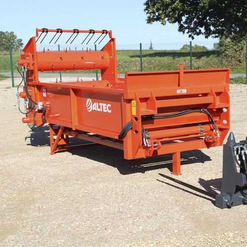 telescopic arm straw spreader
