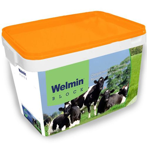 cattle lick block / with trace elements / vitamins / proteins