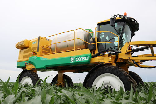 self-propelled sprayer / folding arms / pneumatic