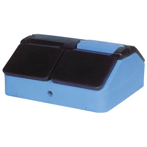 swine waterer / trough / polyethylene / floor-mounted