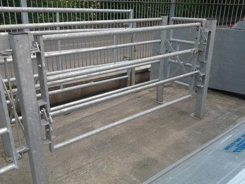 adjustable-width squeeze chute