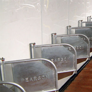 cow feeding equipement / in milking parlor