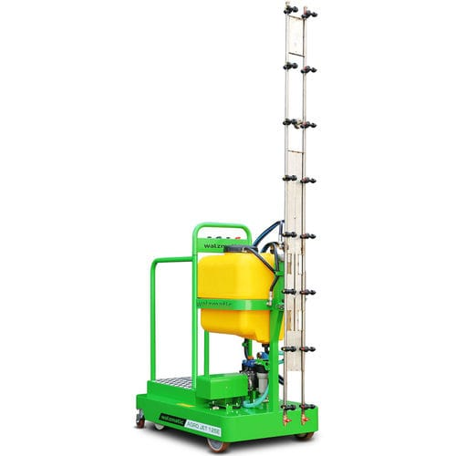 self-propelled sprayer / horticulture / with diaphragm pump / for greenhouse