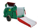 trailed straw spreader / for square bales / for feed
