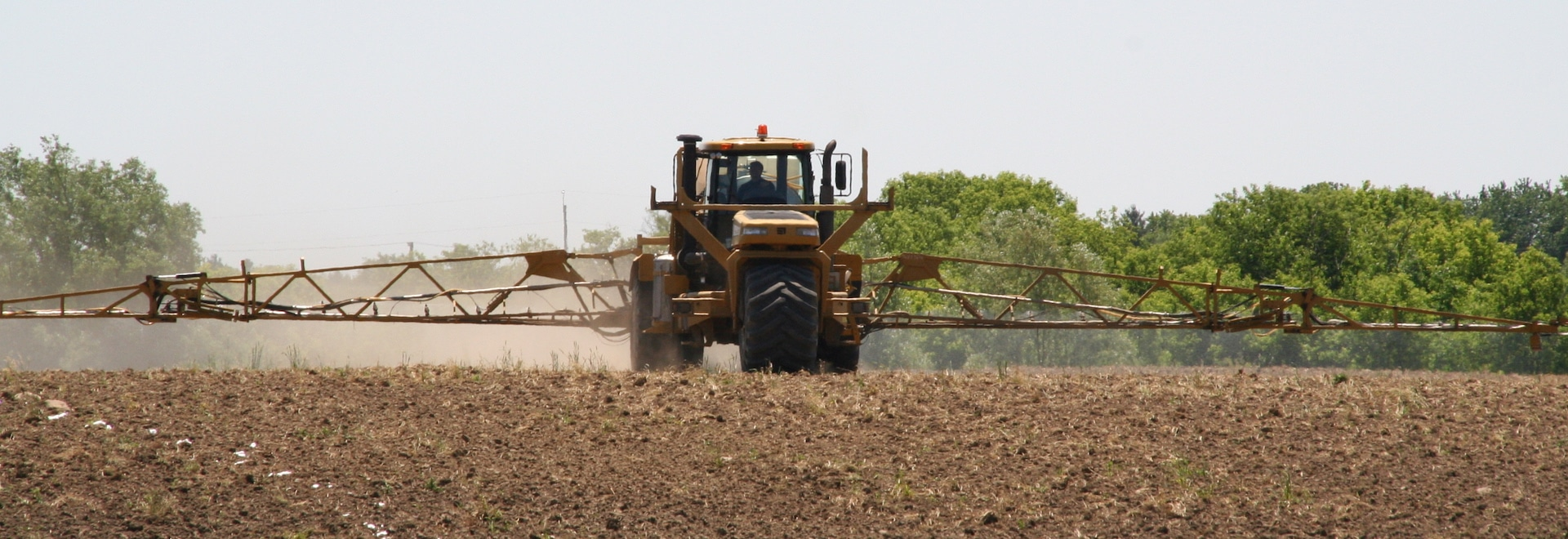 Although there is no difference in the total amount of nutrients supplied by either granular or liquid fertilizer for a specified plant nutrient application, there are differences