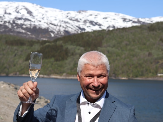 Stig Joar Krogli, general manager of the Salten hatchery, toasts its success
