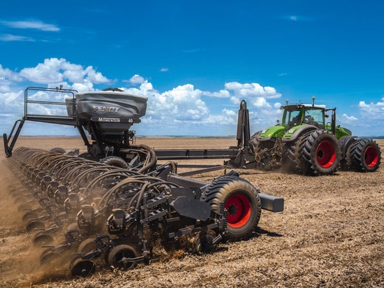 The new Fendt Momentum planter is undergoing field testing this summer in North America. ( Fendt )
