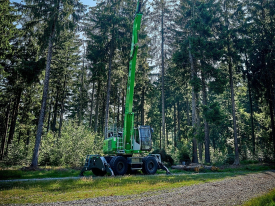 Sennebogen unveils 738 M purpose-built tree care handler
