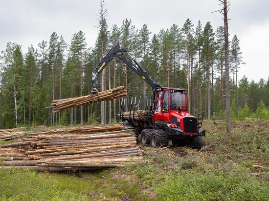 Komatsu launch forest forwarders for thinning applications