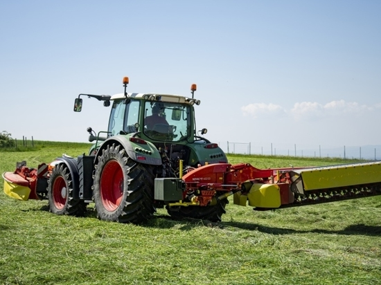 Pöttinger Goes Large with Rear-Mounted Mowers: New NOVACAT 402 ED