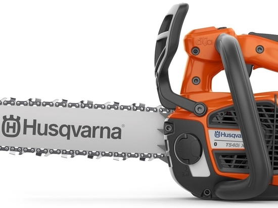 Husqvarna releases two new battery-powered chainsaws