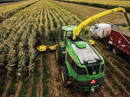 EXPANDING SYNC: The updated Machine Sync system now makes harvest easier for more than corn and soybeans. From forage harvesting to onions, the system will link harvester and wagon or cart for easi...