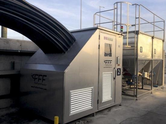 Automatic feeding systems for land-based aquaculture and sea farms