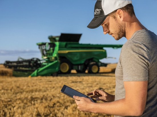 MANAGING INFORMATION: With Operations Center, farmers can collect and securely store field, crop and machine data from their connected machines.