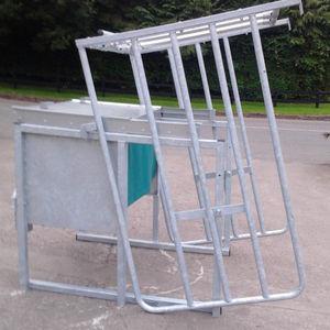 子牛用まぐさ台 / 電気めっき亜鉛鋼板製 / スチール製 / マルチアクセス